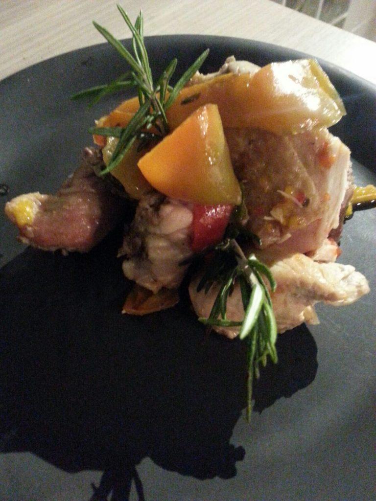 Pollo con i peperoni: un piatto tradizionale della cucina romana